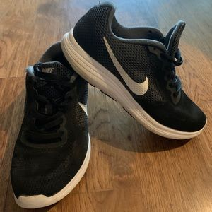 Nike Revolution 3 Women's Size 7W Tennis Shoe